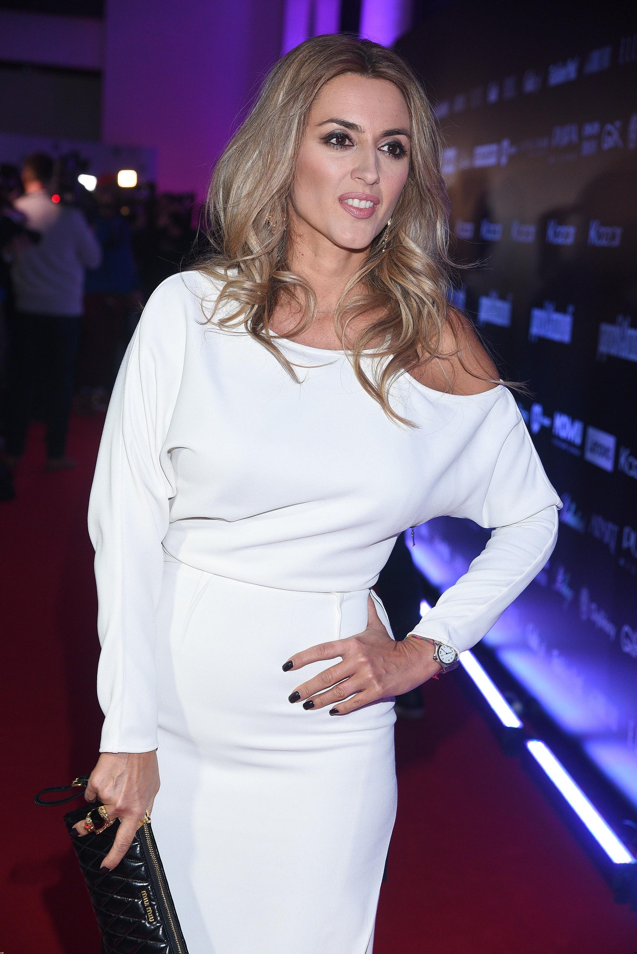 Ten moment, kiedy Karolina Szostak może założyć biel i wygląda fenomenalnie!