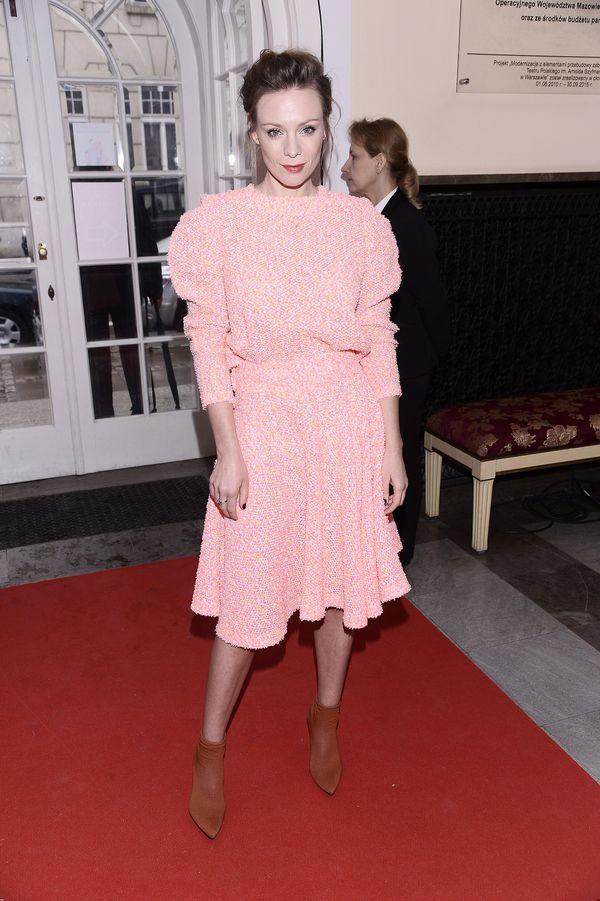 Babcina sukienka? Magdalena Boczarska wygląda w niej świetnie! (FOTO)