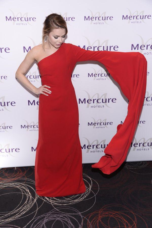 Na poprawę humoru: Ola Ciupa walczy z sukienką na czerwonym dywanie (FOTO)