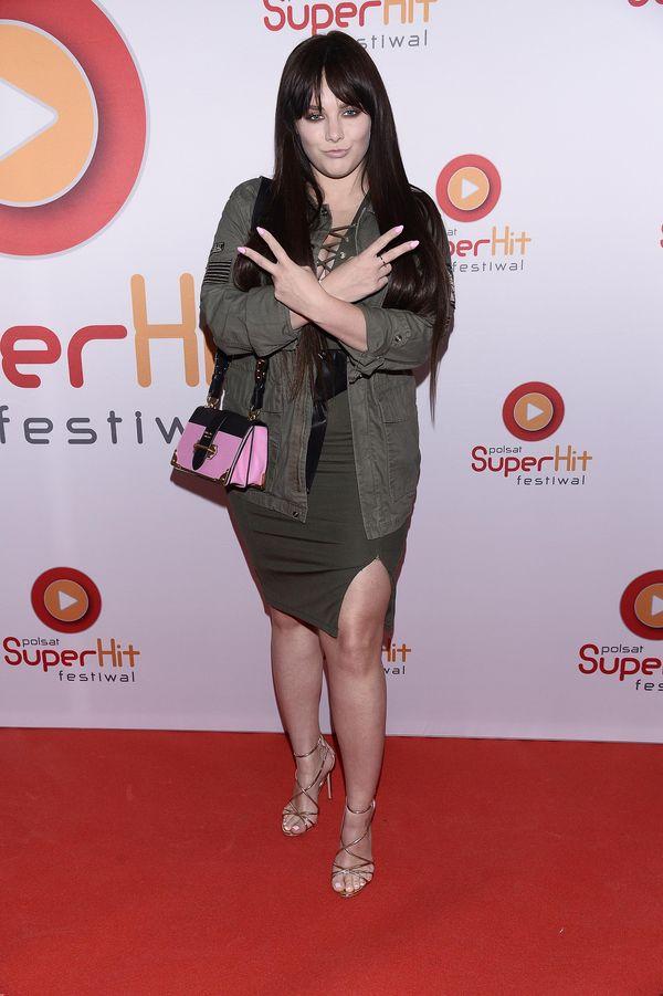 Ewa Farna znów pokazała nogi w mini sukience (FOTO)