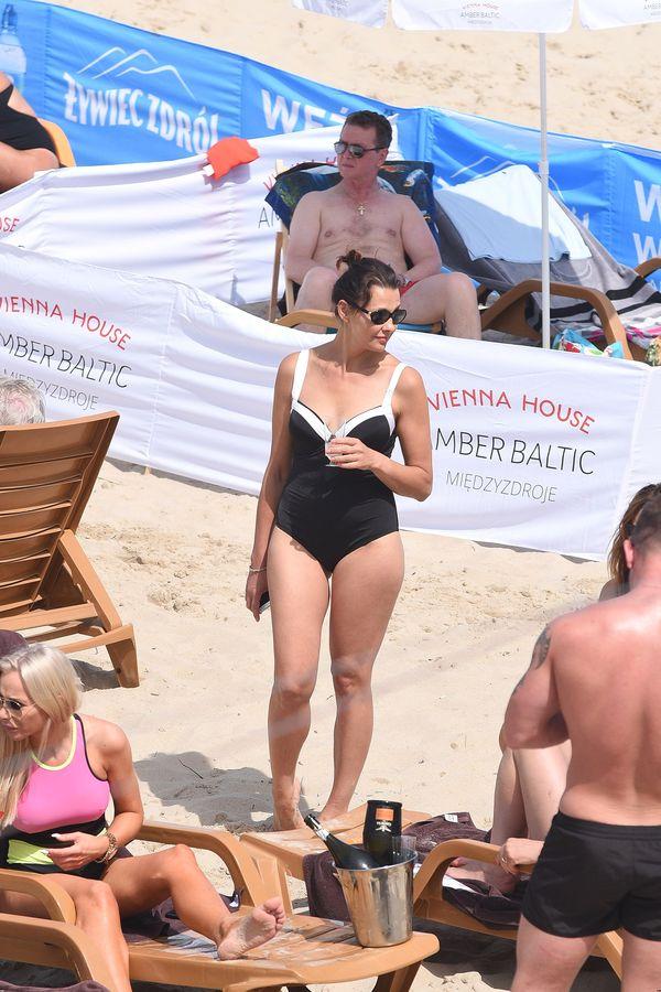 Prawie 50 lat i takie ciało! Anna Popek zachwyca na plaży w Międzyzdrojach?