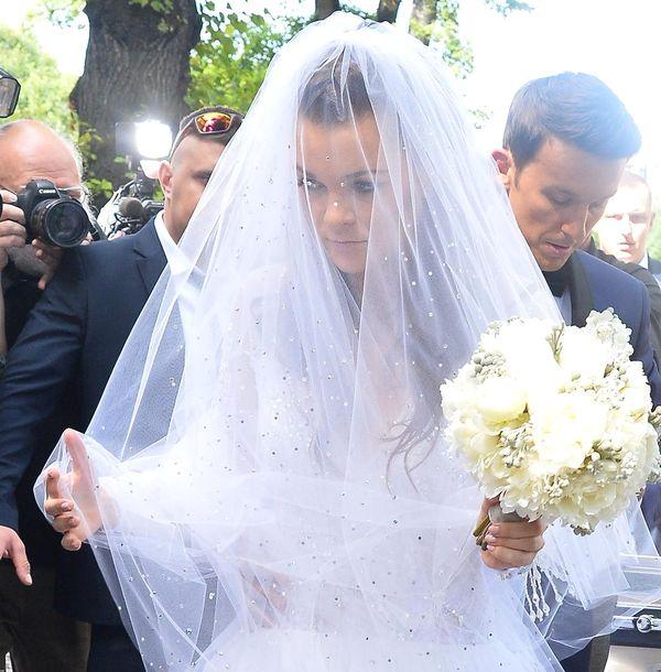 Wiemy, kto zaprojektował suknię ślubną Agnieszki Radwańskiej! (FOTO)