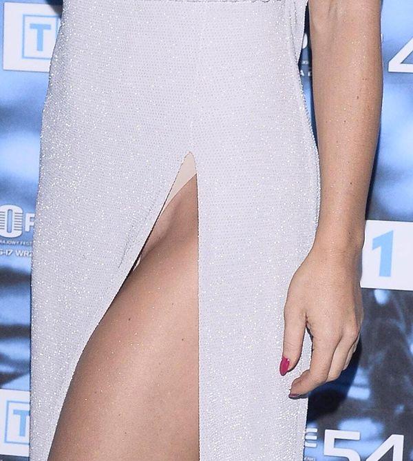 Ups! Edyta Herbuś w pięknej sukni, ale... rozcięcie chyba za duże! (FOTO)