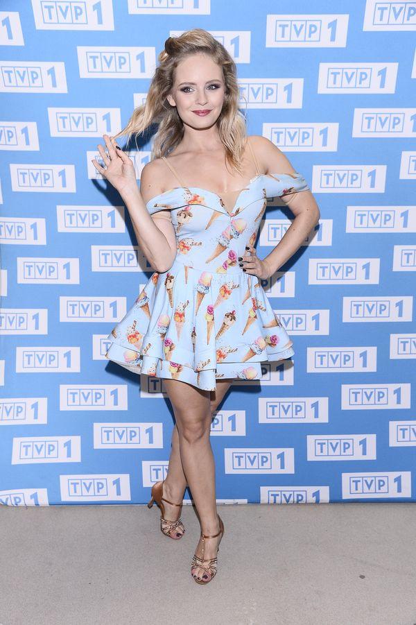 Olga Kalicka jako pin up girl. Jej sukienka to strzał w dziesiątkę! (FOTO)