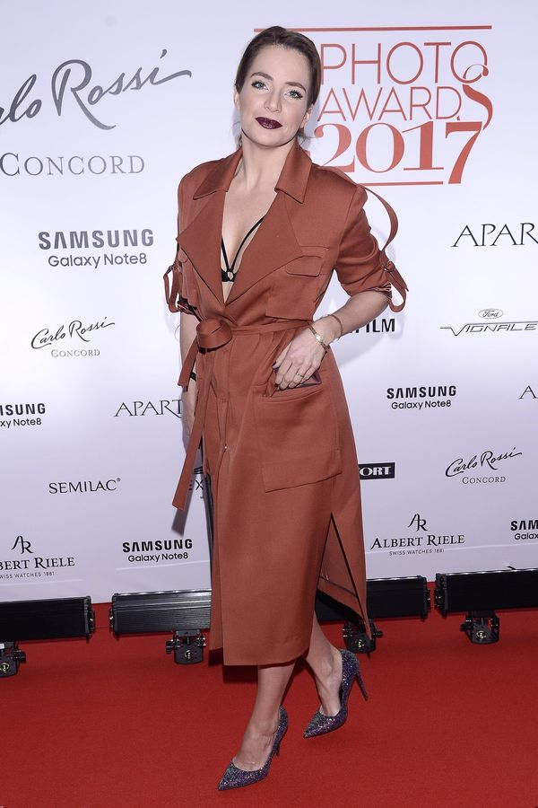 Odważnie! Anna Dereszowska pod płaszczem miała TYLKO seksowną bieliznę! (FOTO)