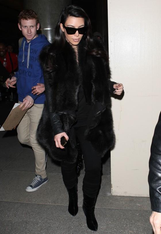 Kim Kardashian w czarnym futrze
