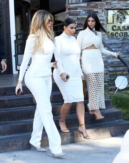 Kim Kardashian pokazuje ciażowy brzuszek (FOTO)