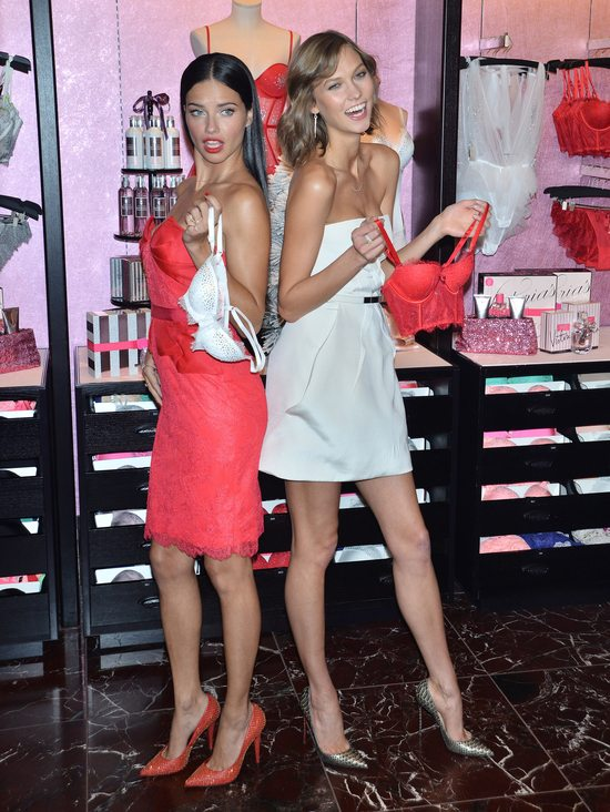 Karlie Kloss vs Adriana Lima (FOTO)
