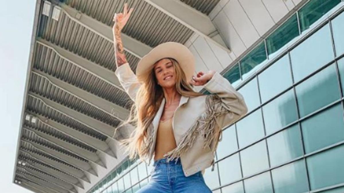 Karolina Gilon w boskim kolorze włosów na Coachella 2019