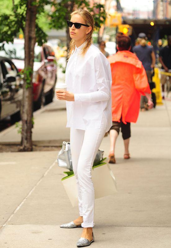 Karolina Kurkova cała w bieli