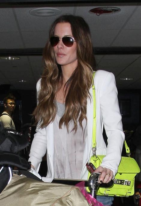 Neonowe dodatki Kate Beckinsale (FOTO)
