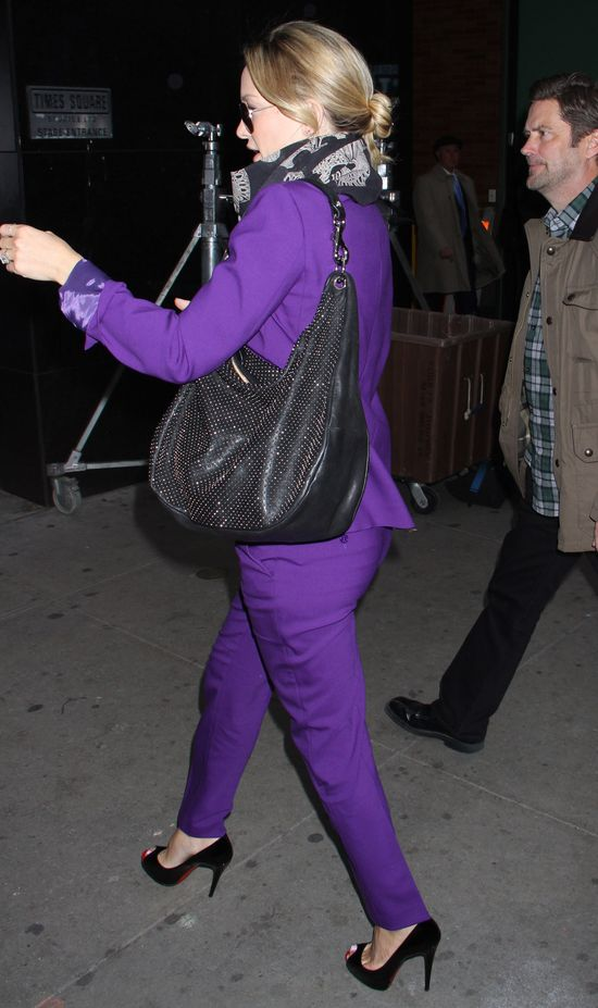 Kate Hudson w fioletowym garniturze (FOTO)