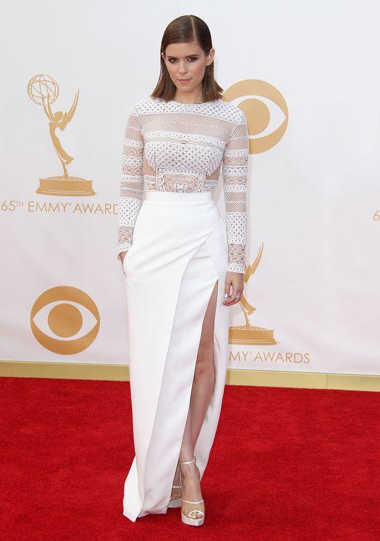 Kate Mara w białej sukni J. Mendel na gali Emmy 2013