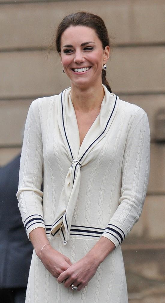 Księżna Kate czeka nieraz parę lat, nim założy swój strój!