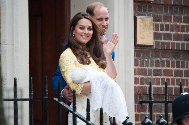 Księżniczka Charlotte i książę Jerzy na pierwszych zdjęciach