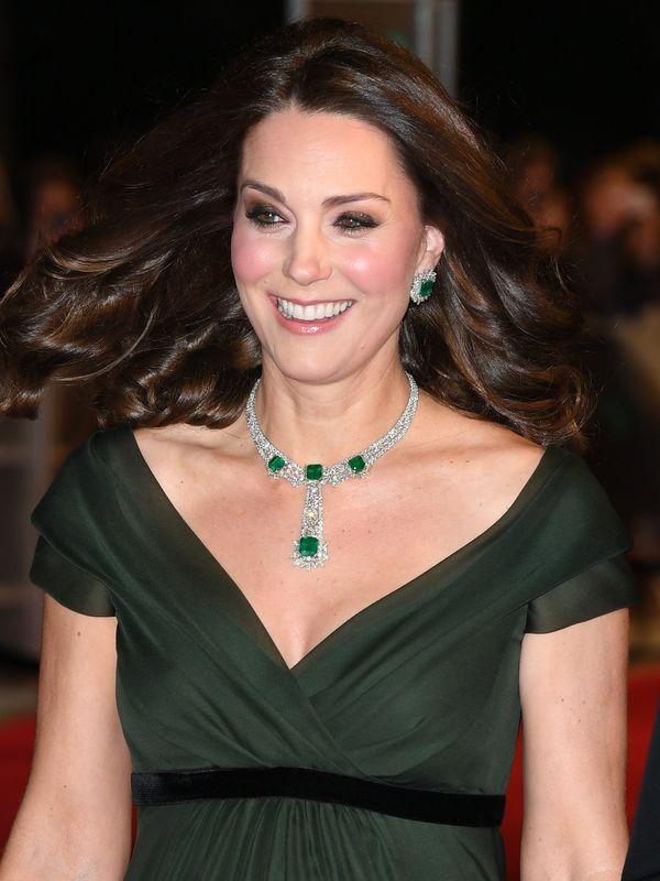 Ciężarna Kate Middleton zachwyca na gali BAFTA. Zobaczcie! (FOTO)