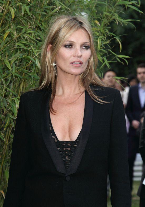 Kate Moss wystawiona na aukcji... (FOTO)
