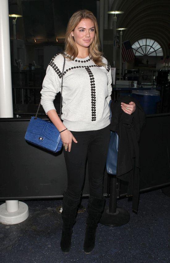Kate Upton w modnej bluzie z ćwiekami