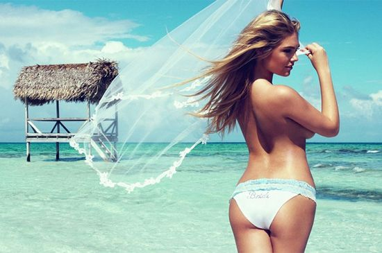 Seksowna Kate Upton prezentuje ślubne bikini Beach Bunny