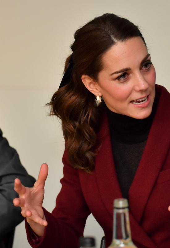 Księżna Kate pojawiła się na oficjalnym wyjściu w przeuroczym kucyku z kokardą