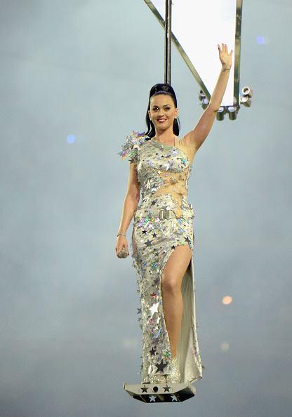 Świat mody zafascynowany sukienkami Katy Perry z Super Bowl
