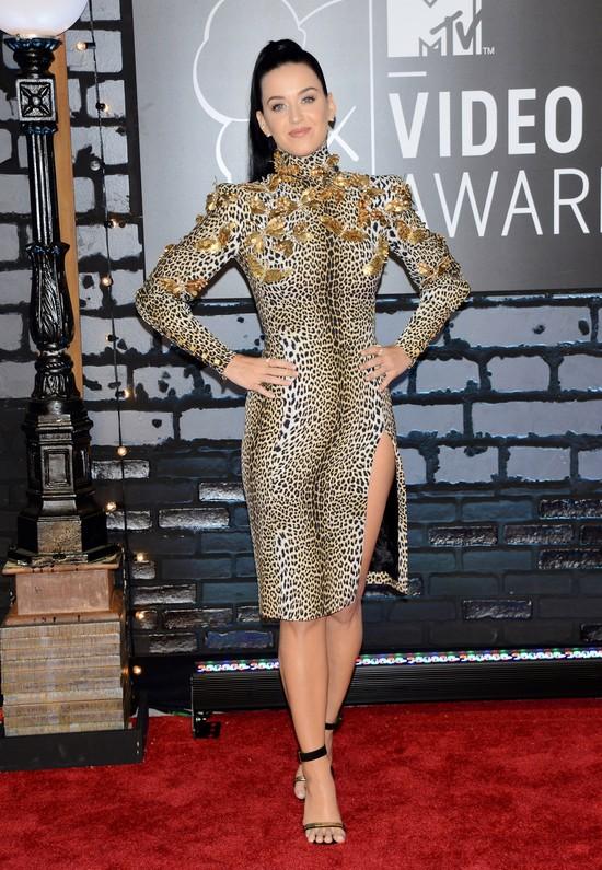 Katy Perry w panterkowej sukience Emanuel Ungaro
