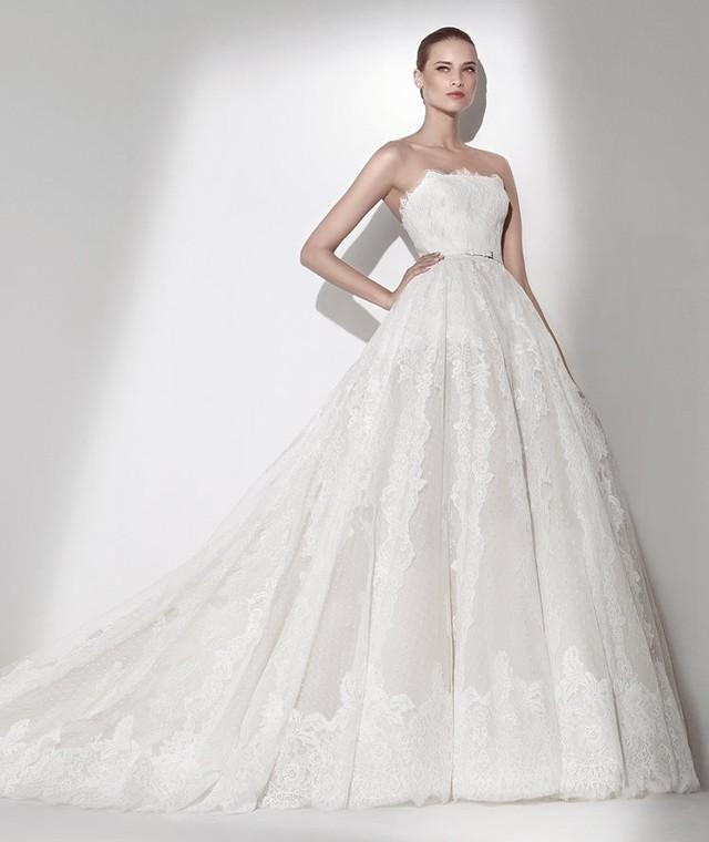 Najmodniejszy fason sukni ślubnej w 2015 roju? Księżniczka!