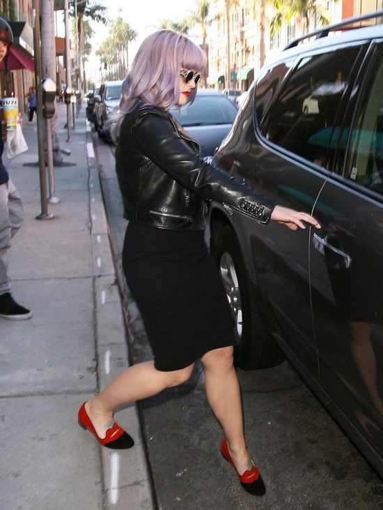 Kelly Osbourne w czarnej mini (FOTO)
