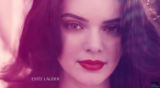 Kendall Jenner zachwyca w nowej reklamie Estee Lauder