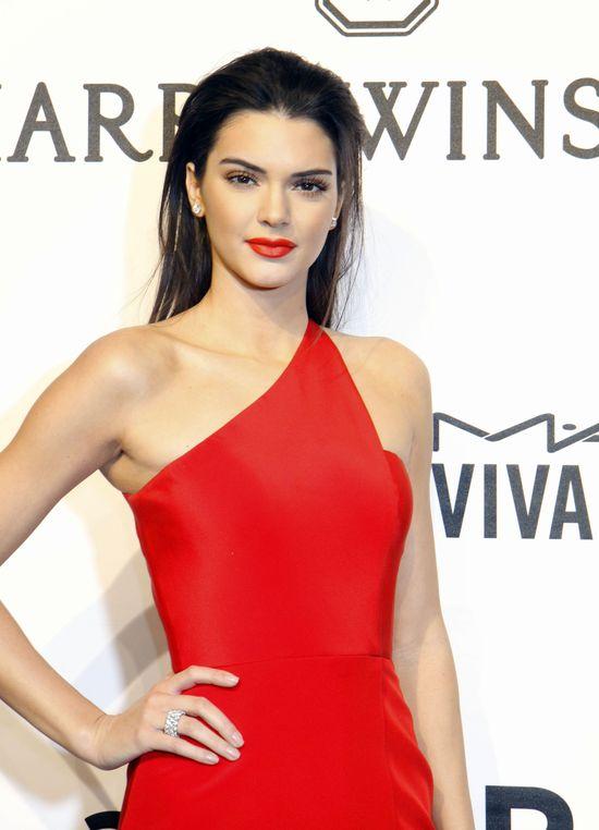 Kendall Jenner coraz odważniejsza... Pokazała pierś...