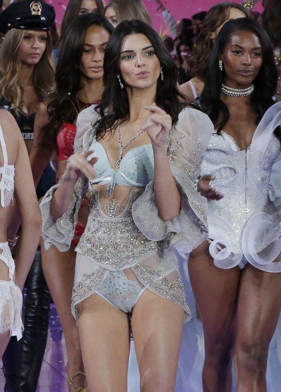 A jednak... Kendall Jenner nie będzie w tym roku gorsza od Gigi Hadid (FOTO)