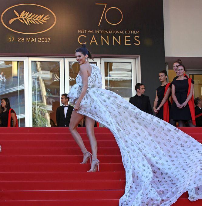 Spektakularna kreacja Kendall Jenner w Cannes i TO...