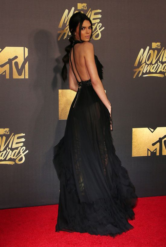 Kendall Jenner ścięła swoje długie włosy (FOTO)