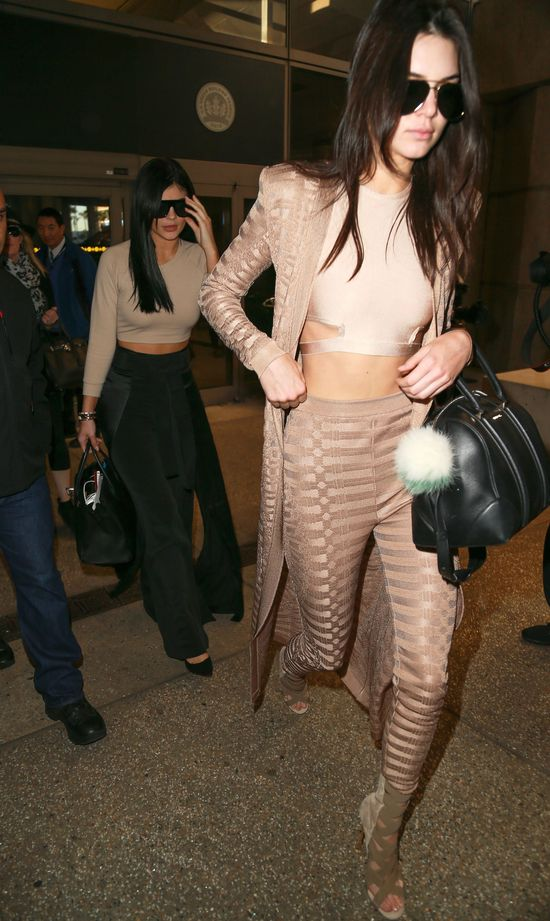 Tego stroju fanki długo nie wybaczą Kendall Jenner... (FOTO)