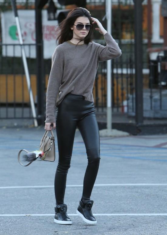 Kris Jenner będzie czerpać zyski z… trądziku Kendall!