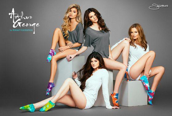Kylie i Kendall Jenner w kampanii skarpetek (FOTO)