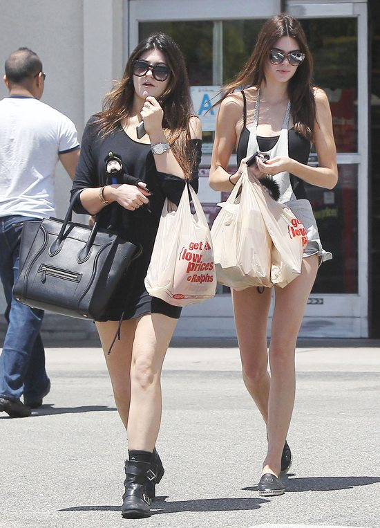 Siostry Kendall i Kylie Jenner na zakupach (FOTO)