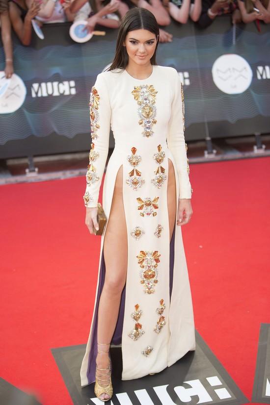 Kendall Jenner - czy tu się zmieściła bielizna? (FOTO)