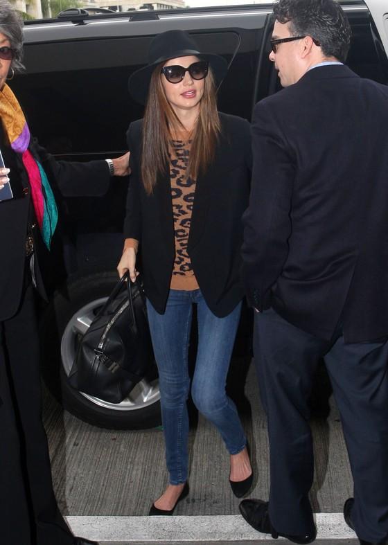 Miranda Kerr w panterkowym swetrze