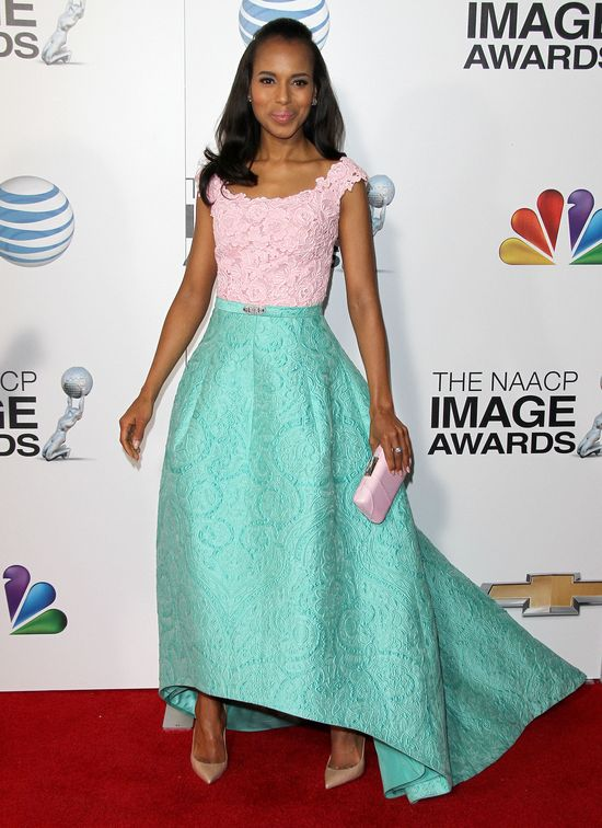 Kerry Washington w pastelowej kreacji od Oscara de la Renta