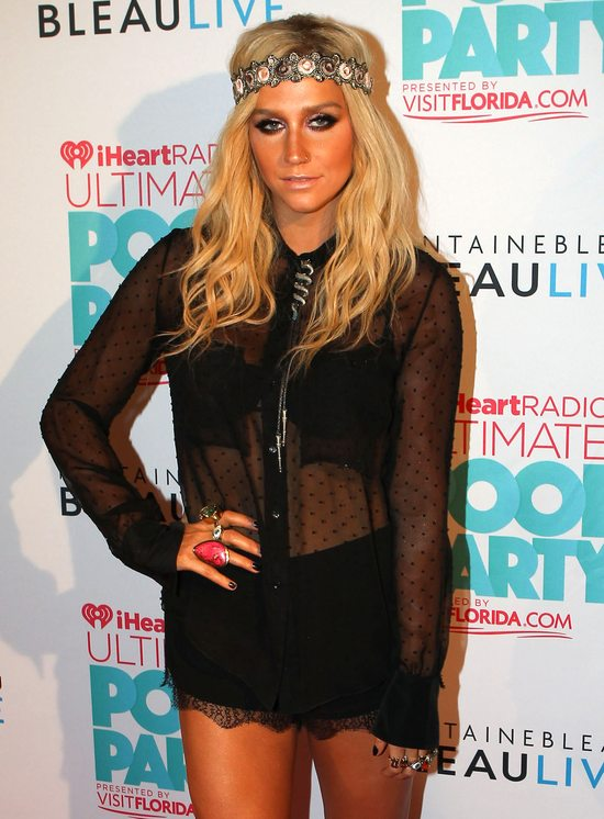 Kesha w seksownych prześwitach