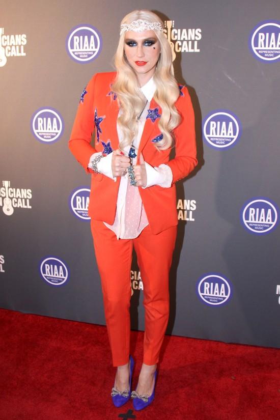Ke$ha w garniturze marki Paul & Joe (FOTO)