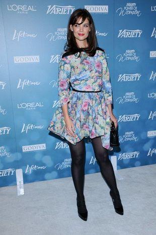 Katie Holmes w kwiecistej sukience Louis Vuitton