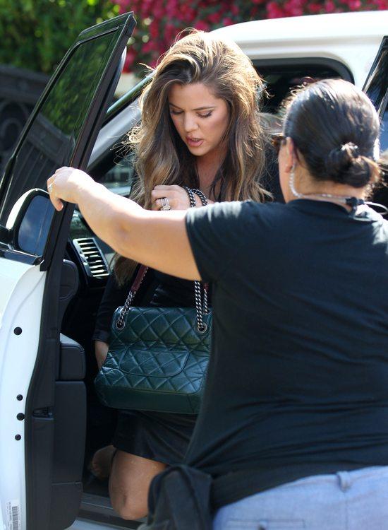 Khloe Kardashian w skórzanej mini