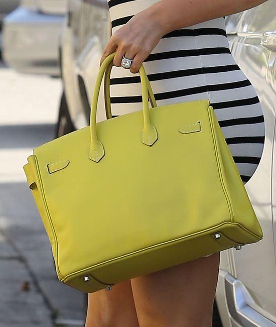 Khloe Kardashian z torebką Hermes (FOTO)
