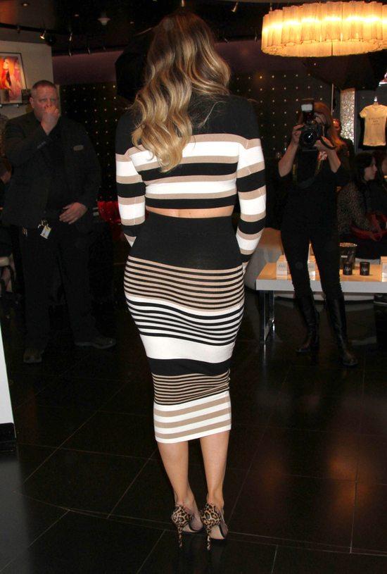 Khloe Kardashian nie boi się poziomych pasków (FOTO)