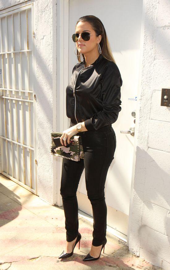 Khloe Kardashian w czarnej stylizacji (FOTO)