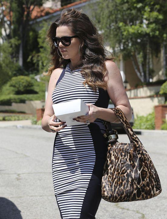 Khloe Kardashian w dopasowanej sukience