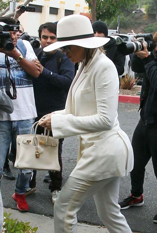 Wielkanocne stylizacje: Kourtney Kardashian vs Khloe Karashian
