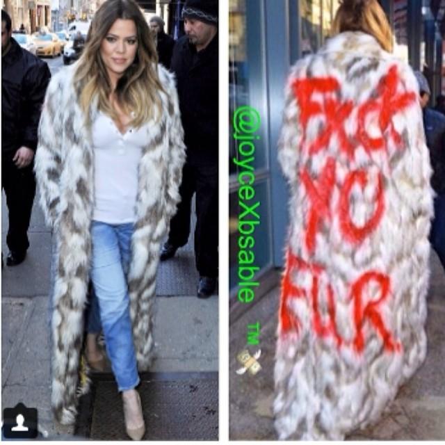 Dzień sztucznego futra w wydaniu Kardashianek... (FOTO)